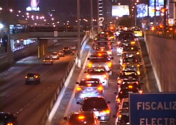Congestión en una rampa de salida, dirección Sur-Norte. Fuente: video promocional.