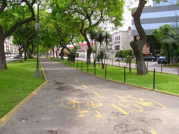 Avenida Salaverry. Fuente: http://upload.wikimedia.org/wikipedia/commons/a/a7/Ciclov%C3%ADa_Av._Salaverry.jpg